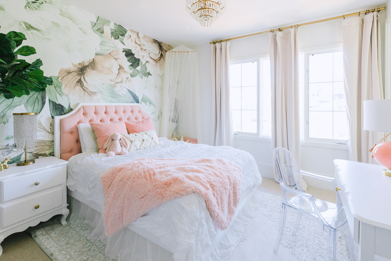 floral-wallpaper-girls-bedroom | Little Crown Interiors